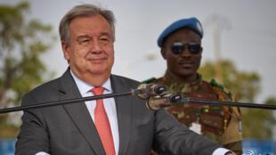 Antonio Guterres s'exprime devant les forces de la Minusma à Bamako, à l'occasion de la journée internationale des Casques bleus, mardi 29 mai.