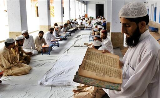 Cérémonie religieuse dans la madrissa Jamia Naimia, à Lahore.