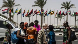 Arrivée à l'aéroport de Charm el-Cheikh des participants au sommet des chefs d'Etats africains, le 9 juin 2015.