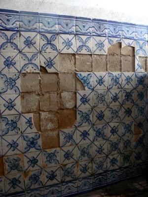 Azulejos são roubados em Lisboa para venda a turistas