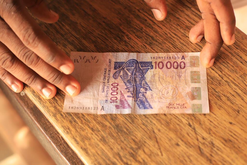 Un billet de 10 000 franc CFA de la Banque centrale des États de l'Afrique de l'Ouest (BCEAO).