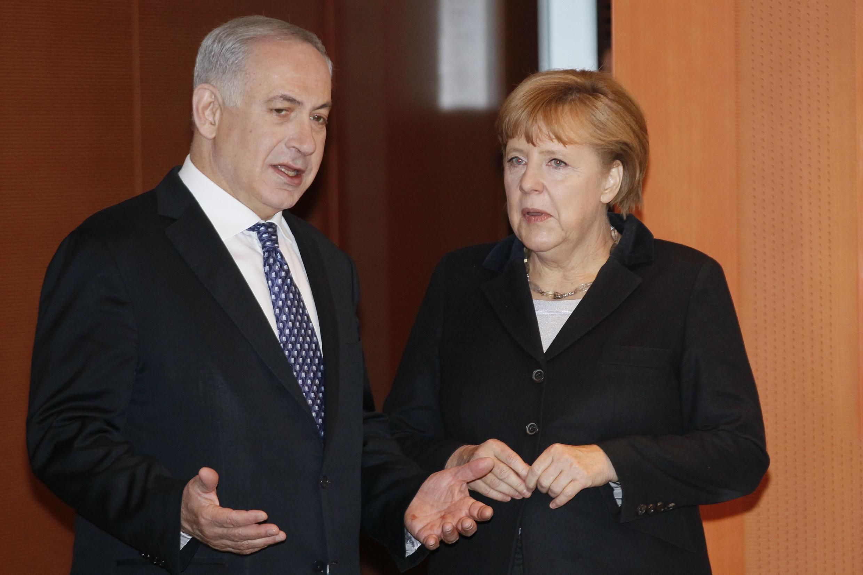 O primeiro-ministro israelense, Benjamin Netanyahu, foi recebido na noite desta quarta-feira em Berlim pela chanceler alemã, Angela Merkel