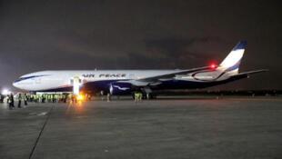 Jirgin saman kamfanin Air Peace kirar Boeing 777-300 a filin jiragen saman birnin Legas.  11/9/2019