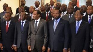 L'ex-président déchu du Burkina Faso, Blaise Compaoré, au milieu de ses ministres qu'il vient de nommer le 4 janvier 2013