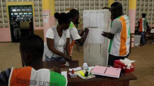 Costa do Marfim aguarda resultados do Referendo