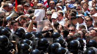 Biểu tình tại Tirana, ngày 26/05/2018, lên án bộ trưởng Nội Vụ Albani bao che cho người em trai buôn lậu ma túy.
