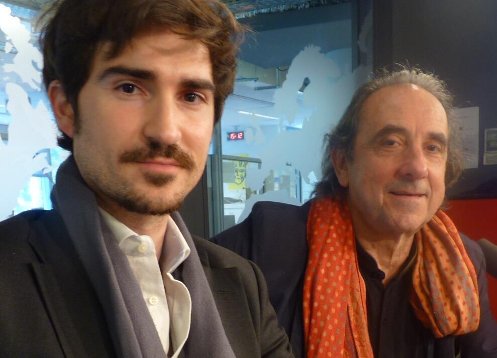 El realizador Joan Bofill junto al artista Antoni Taulé en los estudios de RFI