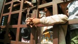 Niños encerrados en un centro de rehabilitación, Camboya.