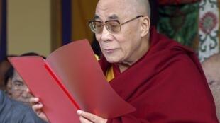 Духовный глава тибетского правительства в изгнании Далай-лама на церемонии 52 годовщины неудавшегося восстания против захвата Тибета Китаем. Индия 10/03/2011