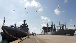 Hai chiến hạm Kamorta và Sahyadri, cùng tàu tiếp liệu Shakti của Hải Quân Ấn Độ tại căn cứ hải quân Changi (Singapore) ngày 10/05/2018. Hôm 21/05/2018, đội tàu Ấn Độ đã ghé cảng Tiên Sa (Đà Nẵng) chuẩn bị tập trận với Hải Quân Việt Nam.