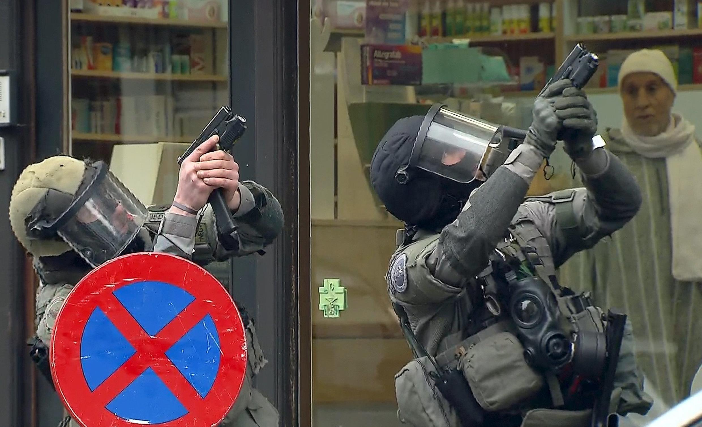 Cảnh sát Bỉ truy bắt nghi can số một vụ tấn công khủng bố đẫm máu 13/11 tại Paris.