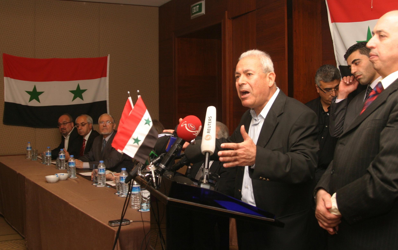 Burhan Ghalioune, un universitaire basé à Paris, lit le manifeste fondateur du Conseil devant des journalistes qualifiant cette annonce d'« historique », à Istanbul, le 2 octobre 2011.