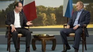 Les présidents français et russe, François Hollande et Vladimir Poutine, le 17 juin 2013 à Enniskillen, lors du G8.