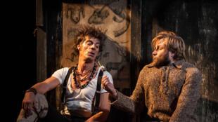 Elliot Jénicot et Stéphane Varupenne dans «Le Cerf et le Chien» de Marcel Aymé.