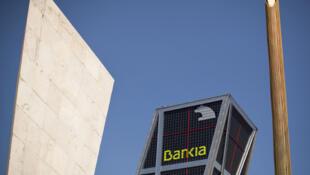 España contrató a dos agencias para auditar a sus bancos y despejar dudas sobre el valor de la cartera de sus préstamos inmobiliarios, y descartar la necesidad de ayuda  externa para sanear el sector bancario.