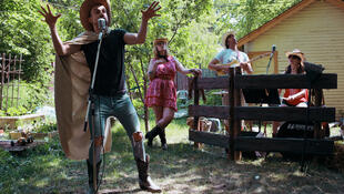 Fête de cour arrière avec la «Troupe du Jour», seule troupe professionnelle francophone de théâtre dans la Saskatchewan.