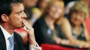 Премьер-министр Франции Манюэль Вальс объявил о создании горячей линии, по которой можно будет сообщить о «форс-мажорных ситуациях» в поездах