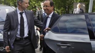 Presidente francês, François Hollande, chega a fórum nesta sexta-feira.