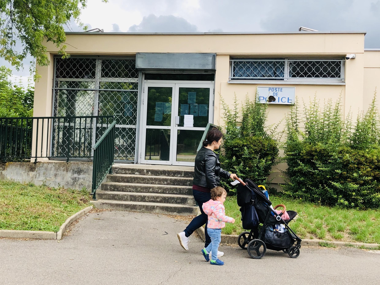 Здание закрытого полицейского участка в квартале Грезий. Дижон, 18 июня 2020 г.