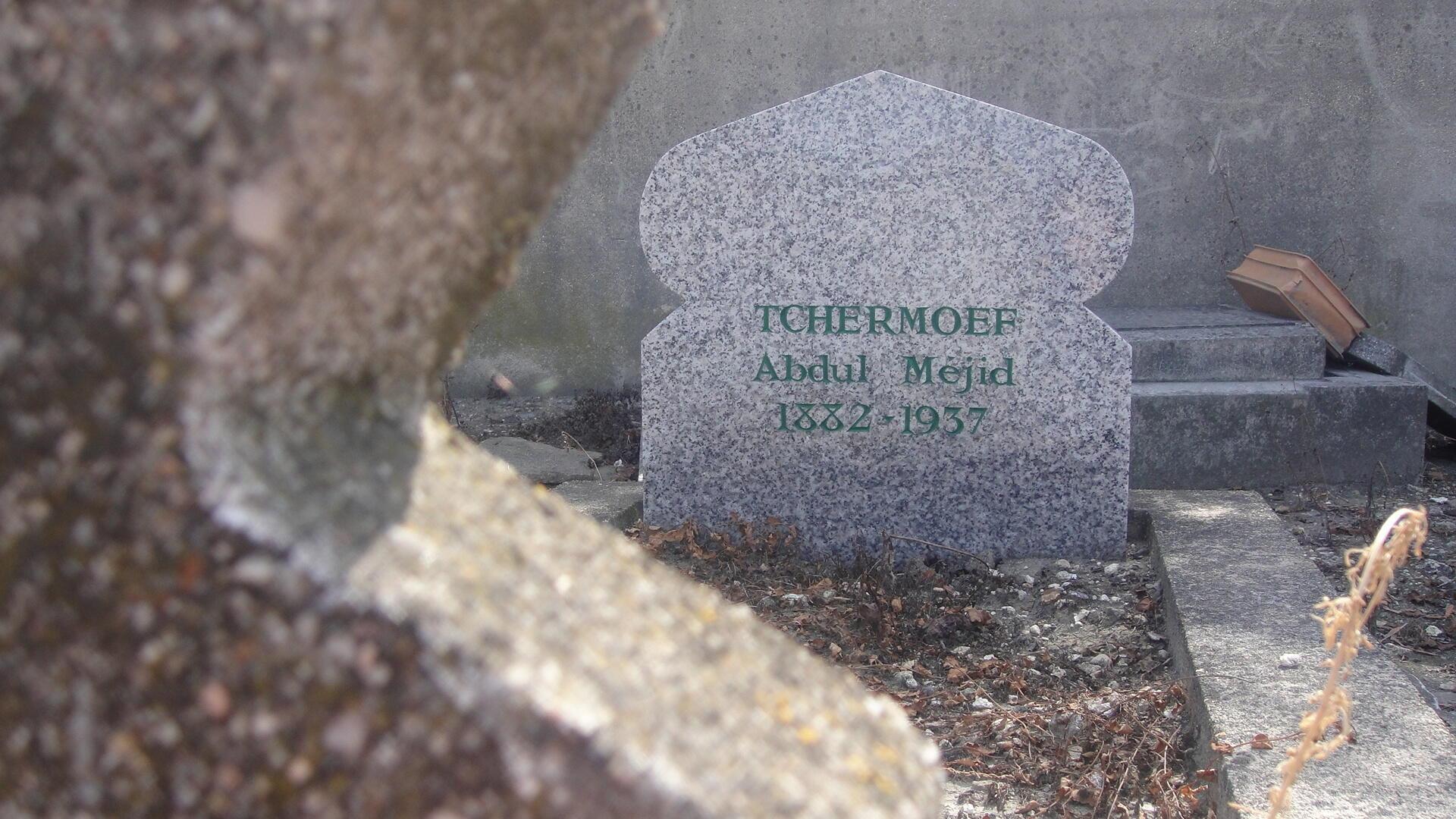 """Надгробная стелла, установленная группой """"Наследие"""" Абдул-Межидову Чермоеву"""