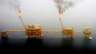 La plate-forme pétrolière de Soroush, dans le golfe persique, au sud de Téhéran, le 25 juillet 2005.
