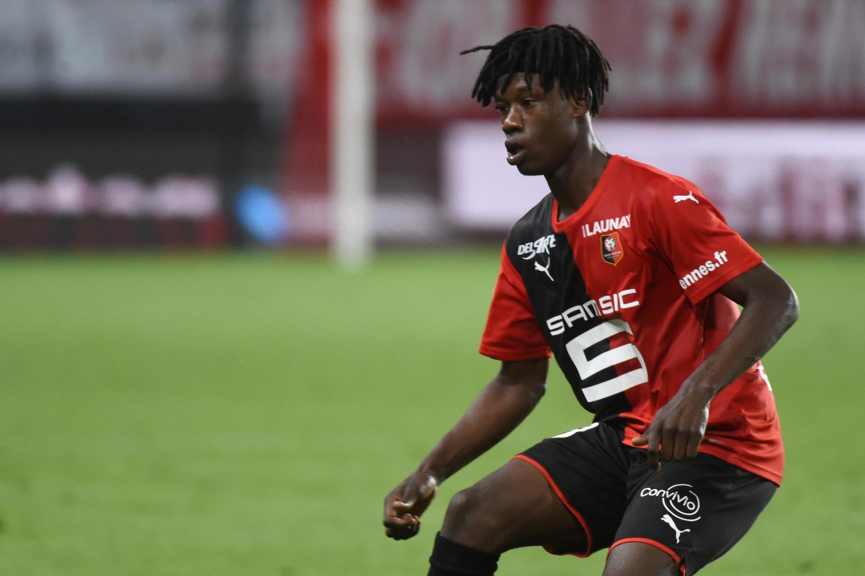Eduardo Camavinga, médio angolano do Rennes.