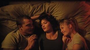 Кадр из фильма «Любовь» французского режиссера аргентинского происхождения Гаспара Ноэ