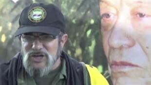 """O número um das Forças Armadas Revolucionárias da Colômbia (Farc), Rodrigo Londoño Echeverry, confirmou aceitar """"diálogos de paz"""" com o governo do país em um vídeo publicado nesta segunda-feira no site da guerrilha."""
