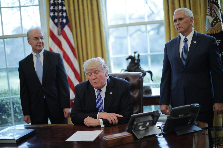 O presidente americano, Donald Trump, culpa republicanos radicais por fracasso de seu plano de saúde que deveria marcar a ruptura com o governo de seu antecessor Barack Obama.