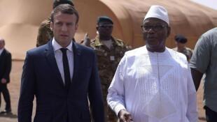Presidente Emmaneul Macron em companhia do seu homólogo maliano Ibrahim Boubacar Keïta, em Gao