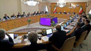 伊朗總統魯哈尼召開有關核協議的內閣會議,2019年5月8日。