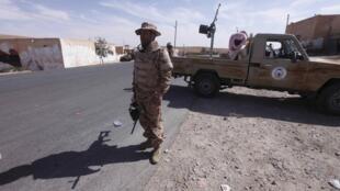 Un soldat de l'armée libyenne à Bani Walid.
