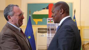 Le directeur général de la Coopération internationale et du Développement de la Commission européenne, Stefano Manservisi a été reçu par le président de la République centrafricaine Faustin-Archange Touadéra, au palais présidentiel, le 27 novembre 2018.