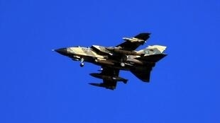 Un chasseur-bombardier saoudien de type «Tornado» survole la mer du Golfe, le 29 novembre 2007.