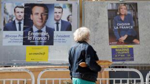 Afiches electorales por Macron y Le Pen en Niza, sur de Francia.