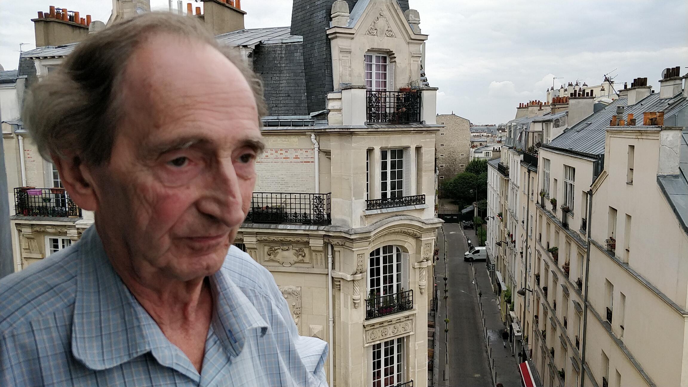 De sa fenêtre, Raymond Lansoy peut « surveiller » ses amis de la villa des Platanes.