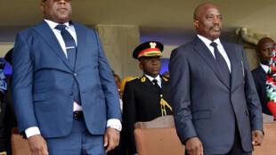 Félix Tshisekedi (à gauche) et Joseph Kabila côte à côte lors de la cérémonie d'investiture du nouveau président congolais, à Kinshasa le 24 janvier 2019.