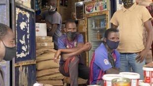 Une épicerie du marché de Tilène dans la Médina, à Dakar.