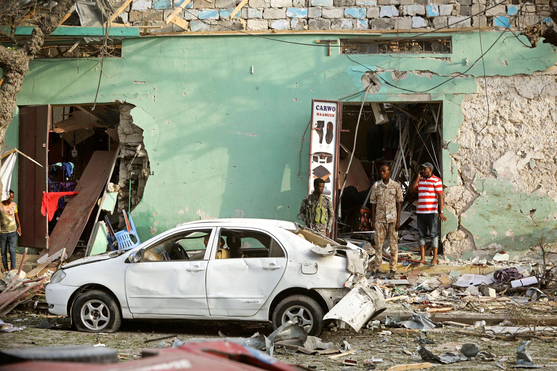 Une nouvelle déflagration est survenue à l'extérieur de l'hôtel Weheliye à Mogadiscio, le 22 mars 2018.