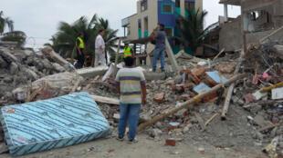 La ville côtière de Canoa a perdu la quasi-totalité de ses hôtels lors de la catastrophe, et ne récupère que lentement. 6.274 personnes ont été blessées durant la secousse qui a été suivie de plus de 2200 répliques. 113 récupérées vivantes des décombres.