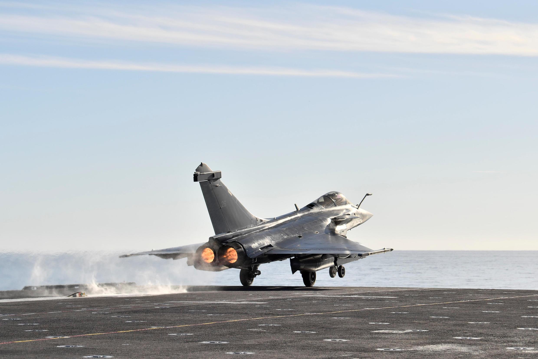 Операцию, которая прошла на полигоне у Атлантического побережья Франции, выполнил экипаж самолета Rafale