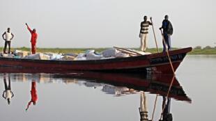 Un bateau sur le lac Tchad.