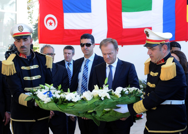 Donald Tusk a rendu hommage aux victimes de l'attaque jihadiste du musée du Bardo, à Tunis, le 31 mars.