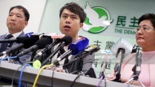 同情学生抗争行动的香港立法会议员郑俊宇