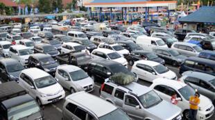 Veículos se acumularam em cerca de 20 quilômetros durante três dias em uma rodovia da cidade de Brebes, na ilha de Java.