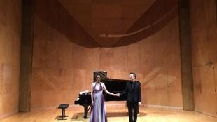 O pianista Yoan Héreau e a cantora Raquel Camarinha
