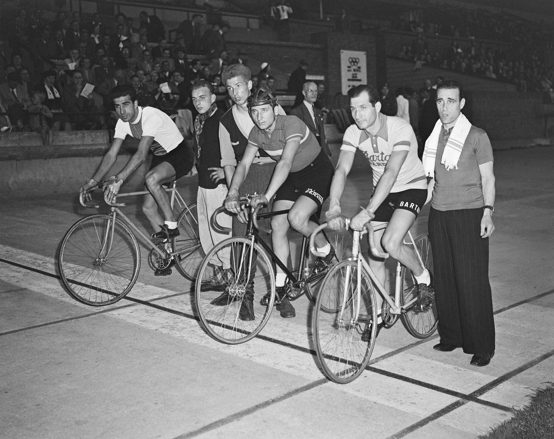 Gino Bartali junto a otros competidores en 1949