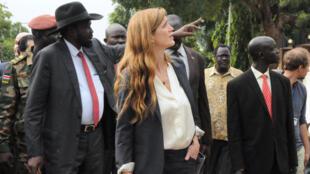 Le président sud-soudanais, Salva Kiir et l'ambassadrice américaine à l'ONU Samantha Power, pendant la visite du Conseil de sécurité, le 3 septembre à Juba.