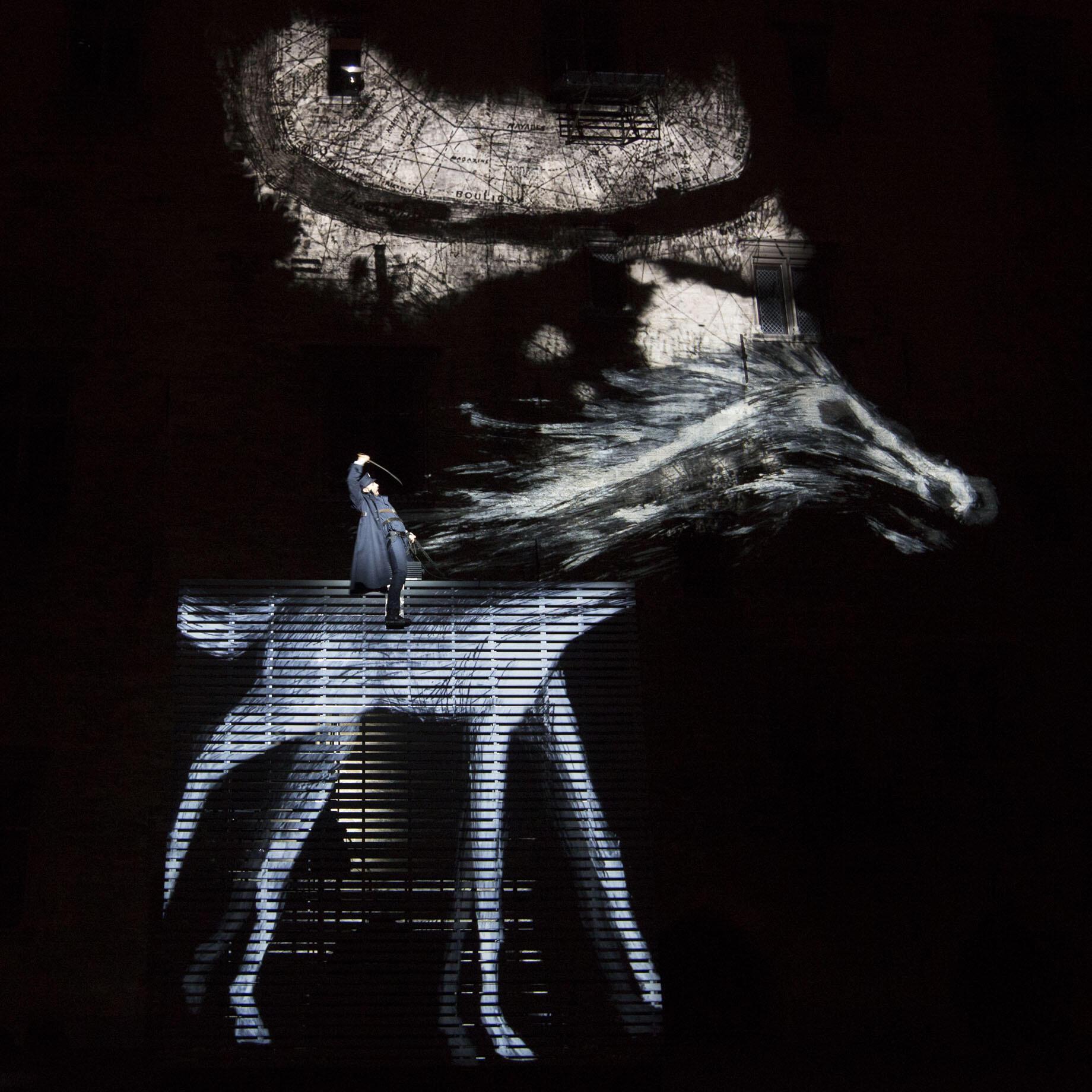 Принц Гомбургский несется на воображаемой лошади, Авиньон 2014