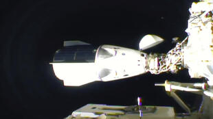 La capsule Dragon SpaceX après son arrimage à la Station spatiale internationale, le 16 novembre 2020.